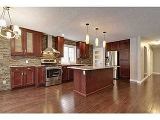 Photo 4: 8007 7 Street SW in Calgary: Bungalow for sale : MLS®# C3595147