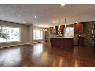 Photo 7: 8007 7 Street SW in Calgary: Bungalow for sale : MLS®# C3595147