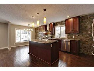 Photo 2: 8007 7 Street SW in Calgary: Bungalow for sale : MLS®# C3595147