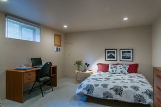 Photo 15: 1561 MERLYNN Crescent in North Vancouver: Westlynn House for sale : MLS®# R2143855