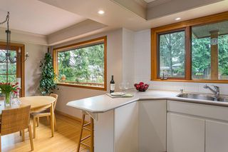 Photo 10: 1561 MERLYNN Crescent in North Vancouver: Westlynn House for sale : MLS®# R2143855