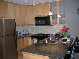 "Photo 2: 803 989 RICHARDS Street in Vancouver: Downtown VW Condo for sale in ""MONDRIAN"" (Vancouver West)  : MLS®# R2175758"