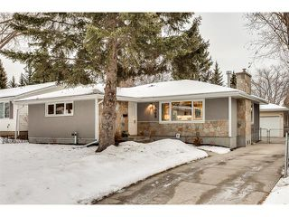 Photo 1: 5008 VANSTONE CR NW in Calgary: Varsity House for sale : MLS®# C4094645