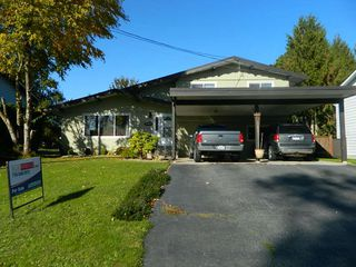 Photo 1: 26897 32 Avenue in Langley: Aldergrove Langley House for sale : MLS®# R2214135