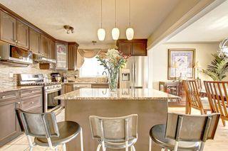 Photo 2: 83 CASTLEFALL Road NE in Calgary: Castleridge Detached for sale : MLS®# C4194335