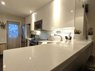 """Photo 3: 7490 HAWTHORNE Terrace in Burnaby: Highgate Townhouse for sale in """"Rockhill"""" (Burnaby South)  : MLS®# R2341008"""