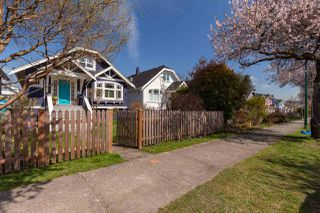 "Photo 1: 2211 GRANT Street in Vancouver: Grandview Woodland House for sale in ""Grandview/Commercial Drive"" (Vancouver East)  : MLS®# R2372059"