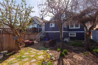 "Photo 20: 2211 GRANT Street in Vancouver: Grandview Woodland House for sale in ""Grandview/Commercial Drive"" (Vancouver East)  : MLS®# R2372059"