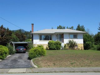 Photo 1: 882 E 15 Street in North Vancouver: Boulevard House for sale : MLS®# R2395832