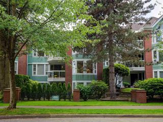 """Main Photo: 204 1695 AUGUSTA Avenue in Burnaby: Simon Fraser Univer. Condo for sale in """"Augusta Springs"""" (Burnaby North)  : MLS®# R2458752"""