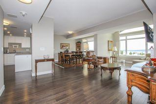 Photo 5: 812 15333 16 AVENUE in Surrey: King George Corridor Condo for sale (South Surrey White Rock)  : MLS®# R2455911