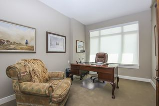 Photo 29: 812 15333 16 AVENUE in Surrey: King George Corridor Condo for sale (South Surrey White Rock)  : MLS®# R2455911