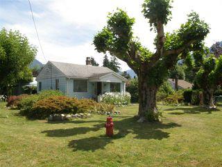 Photo 1: 509 FRASER Avenue in Hope: Hope Center House for sale : MLS®# R2092970