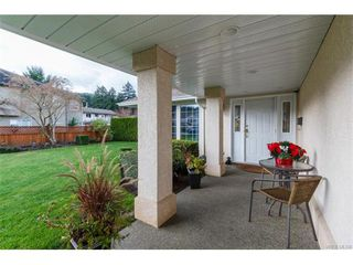 Photo 3: 2938 Robalee Pl in VICTORIA: La Goldstream Single Family Detached for sale (Langford)  : MLS®# 746414