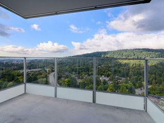 """Photo 14: 2202 520 COMO LAKE Avenue in Coquitlam: Coquitlam West Condo for sale in """"THE CROWN"""" : MLS®# R2215084"""