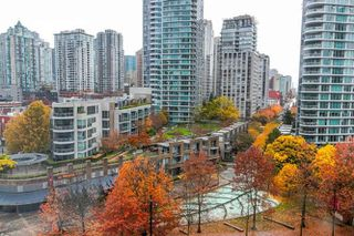 "Photo 4: 1006 193 AQUARIUS Mews in Vancouver: Yaletown Condo for sale in ""MARINASIDE RESORT"" (Vancouver West)  : MLS®# R2220343"