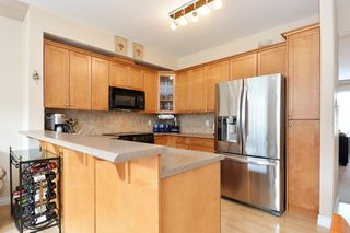 "Photo 8: 37 16760 61 Avenue in Surrey: Cloverdale BC Townhouse for sale in ""HARVEST LANDING"" (Cloverdale)  : MLS®# R2282376"