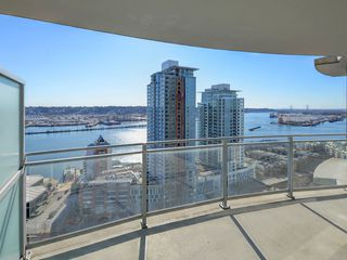 "Photo 16: 2701 892 CARNARVON Street in New Westminster: Downtown NW Condo for sale in ""Azure II"" : MLS®# R2345911"
