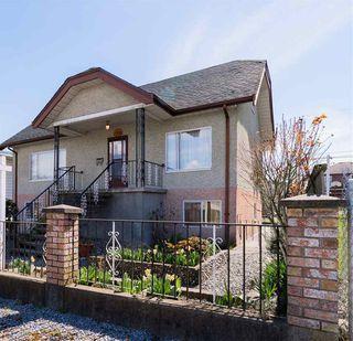 """Photo 2: 2786 DUNDAS Street in Vancouver: Hastings Sunrise House for sale in """"HASTINGS SUNRISE"""" (Vancouver East)  : MLS®# R2361835"""