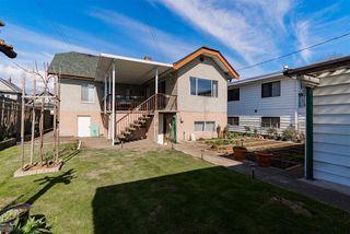 """Photo 3: 2786 DUNDAS Street in Vancouver: Hastings Sunrise House for sale in """"HASTINGS SUNRISE"""" (Vancouver East)  : MLS®# R2361835"""