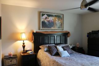 "Photo 9: 202 703 GIBSONS Way in Gibsons: Gibsons & Area Condo for sale in ""HILL CREST PLAZA"" (Sunshine Coast)  : MLS®# R2368847"
