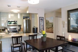 "Photo 4: 202 703 GIBSONS Way in Gibsons: Gibsons & Area Condo for sale in ""HILL CREST PLAZA"" (Sunshine Coast)  : MLS®# R2368847"