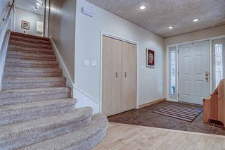 Photo 3: 916 LAKE PLACID Drive SE in Calgary: Lake Bonavista Detached for sale : MLS®# A1029823