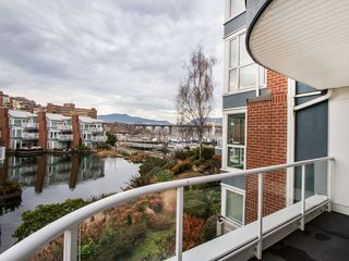 "Photo 5: 201 1551 MARINER Walk in Vancouver: False Creek Condo for sale in ""LAGOONS"" (Vancouver West)  : MLS®# V1098962"
