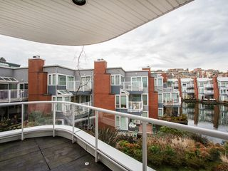 "Photo 4: 201 1551 MARINER Walk in Vancouver: False Creek Condo for sale in ""LAGOONS"" (Vancouver West)  : MLS®# V1098962"