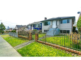 "Photo 2: 3128 E 1ST Avenue in Vancouver: Renfrew VE House for sale in ""RENFREW"" (Vancouver East)  : MLS®# V1108136"