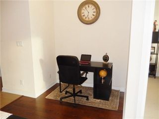 Photo 3: 207 4070 Confederation Parkway in Mississauga: City Centre Condo for sale : MLS®# W3283555