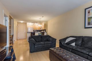"Photo 4: 319 20750 DUNCAN Way in Langley: Langley City Condo for sale in ""FAIRFIELD LANE"" : MLS®# R2145506"
