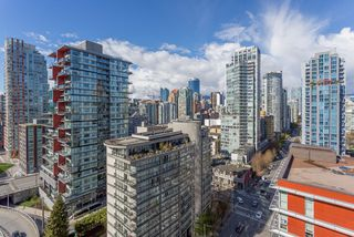 """Photo 7: 2003 1372 SEYMOUR Street in Vancouver: Downtown VW Condo for sale in """"THE MARK"""" (Vancouver West)  : MLS®# R2159400"""