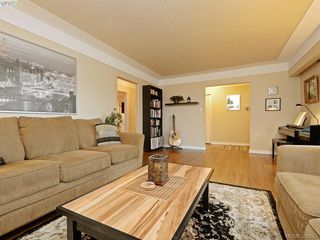 Photo 2: 1720 Taylor St in VICTORIA: SE Camosun Single Family Detached for sale (Saanich East)  : MLS®# 774725