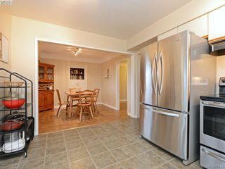 Photo 5: 1720 Taylor St in VICTORIA: SE Camosun Single Family Detached for sale (Saanich East)  : MLS®# 774725