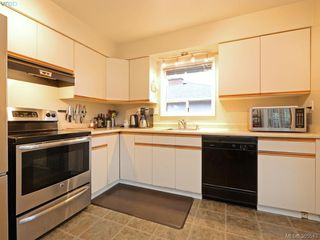 Photo 4: 1720 Taylor St in VICTORIA: SE Camosun Single Family Detached for sale (Saanich East)  : MLS®# 774725