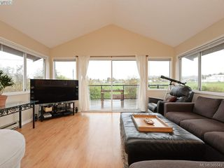 Photo 6: 1720 Taylor St in VICTORIA: SE Camosun Single Family Detached for sale (Saanich East)  : MLS®# 774725