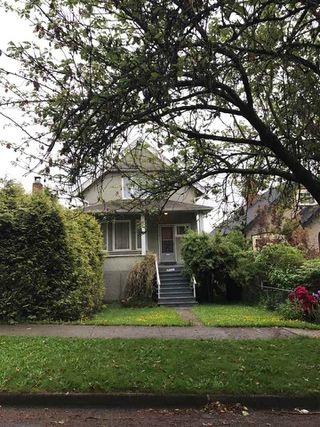 Photo 2: 1317 E 18TH Avenue in Vancouver: Knight House for sale (Vancouver East)  : MLS®# R2225380