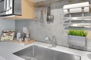 "Photo 9: PH 704 428 W 8TH Avenue in Vancouver: Mount Pleasant VW Condo for sale in ""XL LOFTS"" (Vancouver West)  : MLS®# R2265989"