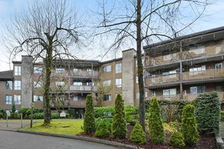 "Main Photo: 214 10662 151A Street in Surrey: Guildford Condo for sale in ""Lincoln Hill"" (North Surrey)  : MLS®# R2337258"