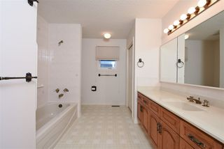 Photo 15: 10 RUNNING CREEK Point in Edmonton: Zone 16 House for sale : MLS®# E4142603