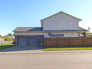 Photo 2: 2572 Carstairs Dr in COURTENAY: CV Courtenay East House for sale (Comox Valley)  : MLS®# 807384
