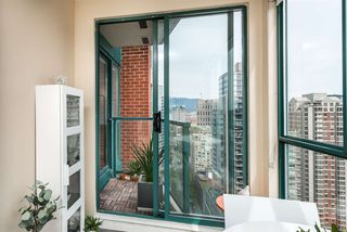 "Photo 8: 3104 939 HOMER Street in Vancouver: Yaletown Condo for sale in ""The Pinnacle"" (Vancouver West)  : MLS®# R2363870"