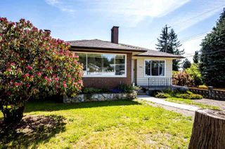"""Photo 1: 1932 QUEENSBURY Avenue in North Vancouver: Boulevard House for sale in """"GRAND BOULEVARD"""" : MLS®# R2376662"""