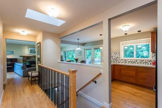 """Photo 3: 1553 MARINE Crescent in Coquitlam: Harbour Place House for sale in """"HARBOUR PLACE"""" : MLS®# R2476651"""
