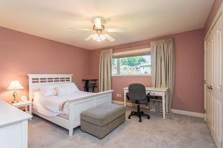 """Photo 11: 1553 MARINE Crescent in Coquitlam: Harbour Place House for sale in """"HARBOUR PLACE"""" : MLS®# R2476651"""