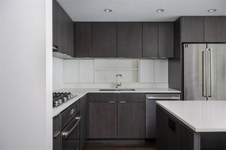 Photo 5: 701 111 E 1ST AVENUE in Vancouver: Mount Pleasant VE Condo for sale (Vancouver East)  : MLS®# R2474344