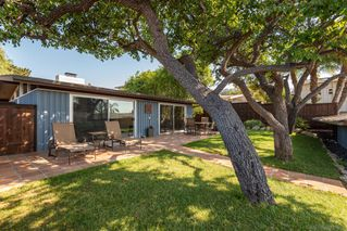 Photo 7: PACIFIC BEACH House for sale : 3 bedrooms : 1223 Agate St in San Diego