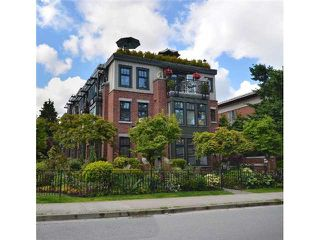 "Main Photo: 2010 W 1ST Avenue in Vancouver: Kitsilano Townhouse for sale in ""THE TOWNHOMES ON MAPLE"" (Vancouver West)  : MLS®# V892191"