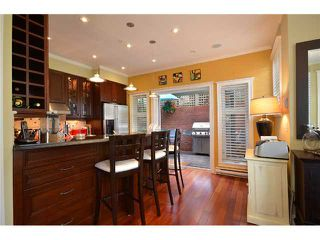 """Photo 5: 2010 W 1ST Avenue in Vancouver: Kitsilano Townhouse for sale in """"THE TOWNHOMES ON MAPLE"""" (Vancouver West)  : MLS®# V892191"""